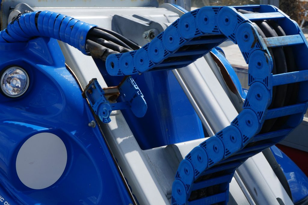 Hydraulic hoses on mobile machinery